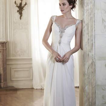 """Sofisticado vestido con cristales Swarovski para que brilles en tu gran día como nunca antes. Escote y el acabado en botones de cristal sobre cierre de cremallera.  <a href=""""http://www.maggiesottero.com/dress.aspx?style=5MR040"""" target=""""_blank"""">Maggie Sottero Spring 2015</a>"""