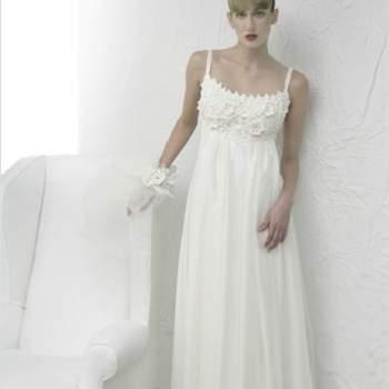 Bustier con fili di rafia bianchi lavorati, in più strati di organza.Acquachiara Collezione Divine Beauty 2012