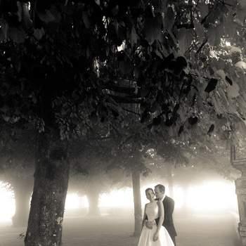 «Nenhuma noiva gosta que chova no dia do seu casamento, muito menos em Portugal e no verão, e neste dia não só choveu muito como ficou um nevoeiro denso, a noiva antes de casar estava triste mas rendeu-se à felicidade do dia. No fim estava preocupada com as fotografias, acontece que acabaram por ficar românticas e com um toque vintage, precisamente pelo efeito do nevoeiro. Fotografar em condições adversas pode ser um desafio, e o resultado pode-nos surpreender bastante.»  glimpse-fotografia.com