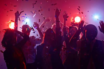 Los mejores temas de reguetón para la fiesta de tu matrimonio. ¡Todos a bailar!