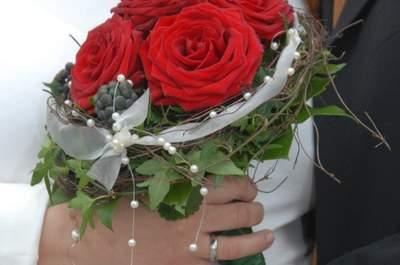 Das perfekte Hochzeitsoutfit für die schwangere Braut - unsere Tipps