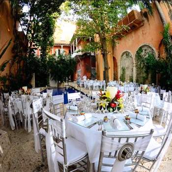 ¿Te gustaría tener una boda como está en la costa alrededor de una piscina?