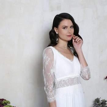 Robe de mariée intemporelle modèle Argentine - Crédit photo: Elsa Gary