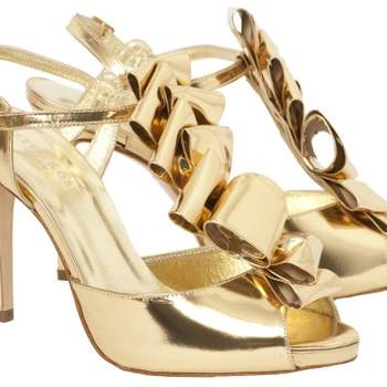 Os sapatos de noiva de Freya Rose, além de lindos, são delicados e cheios de detalhes especiais. Inspire-se nos modelos para encontrar seu par perfeito.