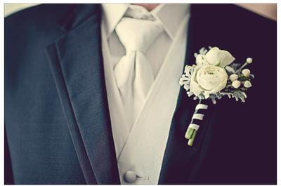 Una declaración de moda para Él: Los diseños más lindos de boutonniere para tu novio