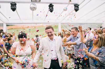 Carol & Jonathas: mini wedding LINDO no campo com menu de boteco em São Paulo!