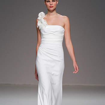 Coupe ajustée et bretelle unique pour cette robe Cymbeline 2012