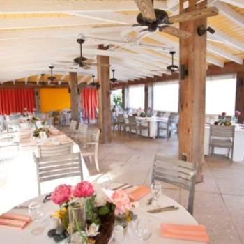El banquete se celebró en un espacio muy colorido.