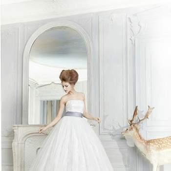 "<a title=""Pronuptia"" href=""https://www.zankyou.pt/p/top-vestidos-de-noiva-pronuptia-2012"" target=""_blank"">Conheça as restantes colecções de vestidos de noiva Pronuptia 2012</a>"