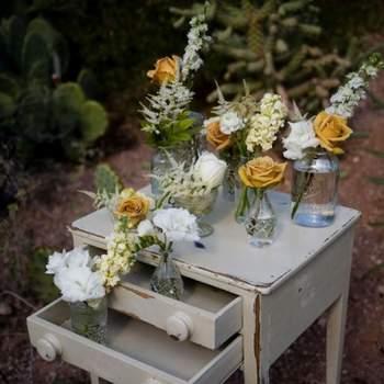 Decoração para um casamento ao ar livre.