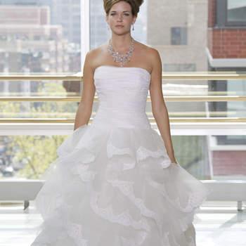 Vestido de novia strapless con falda en capas