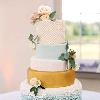 Inspiração para bolos de casamento de vários andares | Créditos: Taylor & Porter Photography