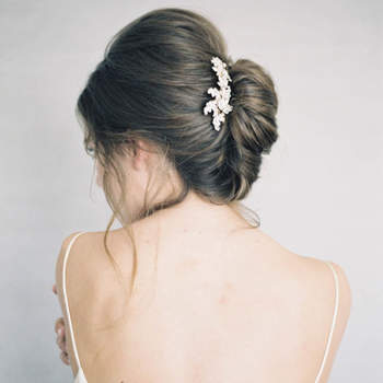 Penteado para noiva com cabelo preso | Credits: Jen Huang Photography