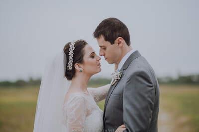 Casamento rústico de Fernanda & Bruno: ao ar livre com direito à chuva e banho de piscina!