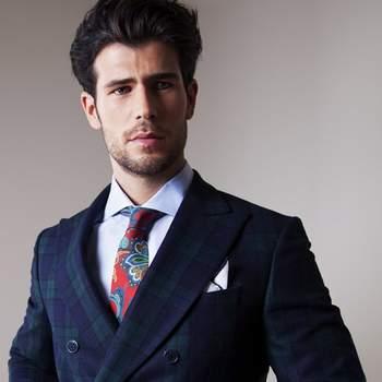 Traje y corbata estampada. Credits: Anglomania