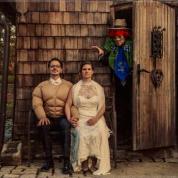 Kommentar des Fotografen: Bei Hochzeiten treffen zwei Welten aufeinander: Das Reale mit der Traumwelt. Das ist das beste Foto, weil das Geheimnisvolle dem Zuschauer erlaubt, seine Fantasie zu entfalten.  Im Internet finden Sie den Fotografen unter www.cameramirage.com