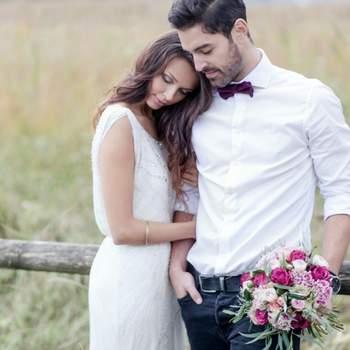 Mein Anspruch ist es, jede Hochzeit in den besten und schönsten Momenten und ihrer Einzigartigkeit festzuhalten, mit all ihren Emotionen. Meine Fotoausrüstung ist darauf ausgelegt, die Hochzeit unauffällig und flexibel im Reportagenstil fotografieren zu können. Mit viel Liebe bringe ich meinen eigenen Stil in die Bilder. Dieser ist klassisch, schlicht und authentisch. Die Bilder sollen nicht gestellt wirken. Ich passe meinen Stil nicht momentanen Trends an, damit die Bilder auch in Zukunft immer zeitlos bleiben. So kann dieser eine Tag immer und immer wieder in seiner besten Form erlebt werden.  Es freut mich sehr, Menschen mit meiner Leidenschaft glücklich machen zu können und ich selber könnte in meinem Beruf ebenfalls nicht glücklicher sein.