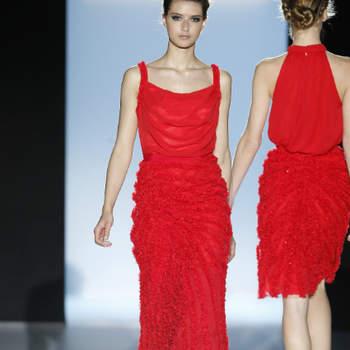 O vermelho parece ser a estrela da estação! Primeiro, surpreendeu-nos nas colecções de vestidos de noiva 2013... e agora mostramos-lhe como também reina no universo da moda para convidadas.
