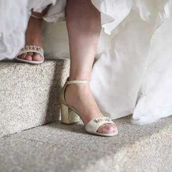 """<a href=""""https://www.zankyou.pt/f/creme-caviar-shoes-500704"""" target=""""_blank""""> Crème Caviar Shoes </a>"""