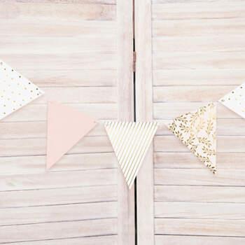 Guirlandas banderas rosa y oro- Compra en The Wedding Shop
