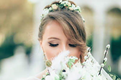 Deslumbra con el efecto de ojos ahumadosen tu maquillaje de novia. ¡Una mirada que encantará!