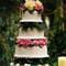 Espectacular tarta de bodas de cuatro pisos, decorada con flores de otoño. Foto: Carrie's Cakes