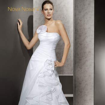 Belíssimos modelos de vestido de noiva prontos ou sob medida, com lojas em São Paulo e em todo o Brasil. Nova Noiva