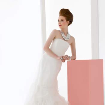 abito sposa a sirena interamente realizzato con organza taglio vivo a formare rose al fondo