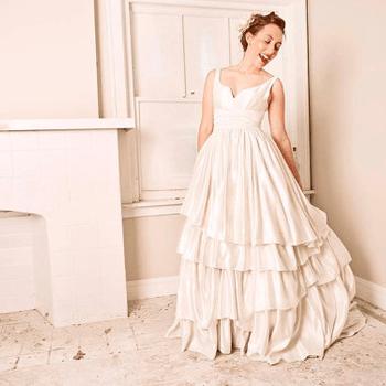 Un modello di Janay A Handmade (Foto: http://www.etsy.com/listing/76376248/cypress-eco-wedding-gown-detachable)