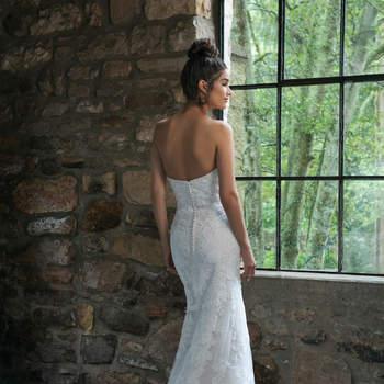 Modelo 44064D, vestido de novia ajustado con escote corazón y espalda al aire