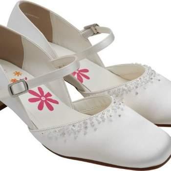 Chaussures à petit talon de cérémonie BlackBerry pour petite fille. Crédit photo: Boutique Magique
