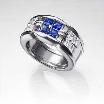 "Espectacular anillo de zafiros y diamantes. Foto: <a title=""Germán Joyero"" href=""http://germanjoyero.com/"" target=""_blank"">Germanjoyero.com</a>"
