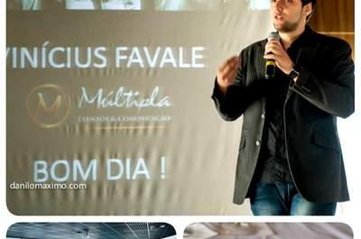 Vínicius Favale da Múltipla Eventos falando sobre cerimonial religioso no evento Wedding Connection. 11 e 12 e Novembro, Terraço Itália - São Paulo. Foto: Danilo Máximo Fotografia