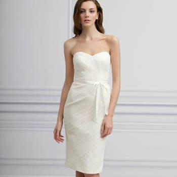 Monique Lhuillier apresentou, na New York Bridal Fashion Week de Abril de 2012, a sua colecção de vestidos para damas de honor (bridesmaids) 2013. Tanto a cor branca como a preta marcam presença nesta colecção, a acentuar o desaparecimento das convenções respeitantes ao dress code dos casamentos.