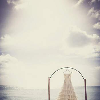 Sesión fotográfica de una encantadora boda que tuvo lugar a la orilla del mar, en una de las islas Seychelles, cerca de Madagascar.  Fotos de Fran Russo