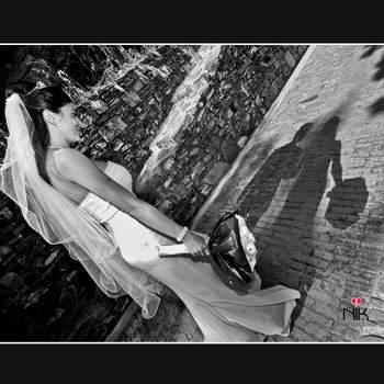 """E' la mia foto preferita  poichè  la  visione della  sola  ombra dello  sposo credo rappresenti bene il  """"senso del Matrimonio"""",  cioè un legame indissolubile d'amore che perduri anche nella morte.  E' questa la tua foto preferita? Lascia un commento qui sotto, votando per la numero 1"""
