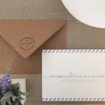 Cartabianca DesignPoint:  Stampa Letterpress color lavanda con busta marrone stile eco, uno stile fresco e giovane che risalta la semplicità e la bellezza delle piccole cose.