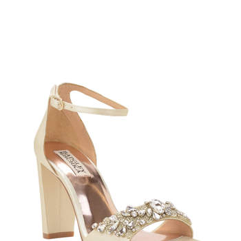 Chaussures de mariée nude Barby ankle strap evening shoe. Credits: Badgley Mischka