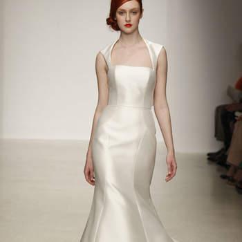 Vestido de novia sencillo, liso con escote recto y tirantes gruesos
