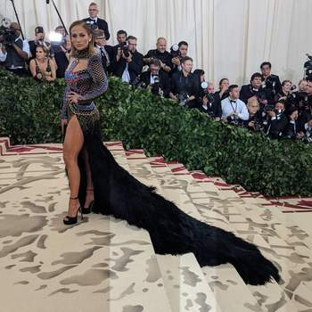 Jennifer Lopez em Balmain | Foto:: IG Met