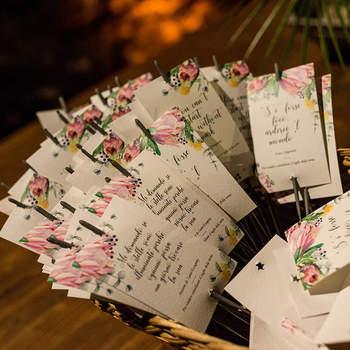 Design & Craft: oltre alle partecipazioni e agli altri materiali necessari durante la cerimonia e il ricevimento nuziale, divertitevi a realizzare piccoli dettagli decorativi grafici che accompagneranno ogni fase delle nozze.