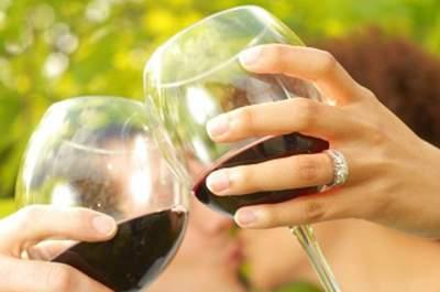 Futurs mariés amateurs de vins, misez sur Wine Hemispheres pour vos cadeaux de mariage