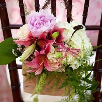 Romantisme assuré avec pareille décoration de chaises ! Crédit photo :J ennifer Klementti Event Decorator