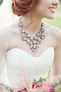 Como escolher o colar perfeito para um look de noiva espetacular!