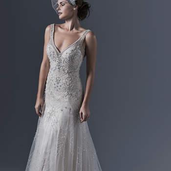 """Vestido de novia con estilo vintage de corte en A con falda de caída elegante en tul ligero. El cuerpo es ceñido y se acompaña de aplicaciones de cristales, tirantes y un escote uve al frente. El cierre es con botones sobre cremallera.   <a href=""""http://www.sotteroandmidgley.com/dress.aspx?style=5ST633"""" target=""""_blank"""">Sottero &amp; Midgley</a>"""