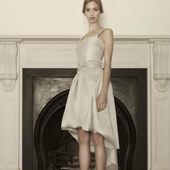 Uma colecção de vestidos de noiva sofisticada e elegante, assinada pela estilista grega Sophia Kokosalaki.