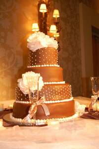 Una torta de novios de chocolate