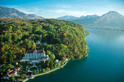 Un mariage étoilé au Palace de Menthon : votre réception de mariage entre lac et montagnes