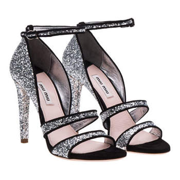 Sandales pailletées noires et argentées : au top pour une réception de mariage !