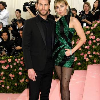 Miley Cyrus y Liam Hemsworth de Saint Laurent. Credits: Cordon Press